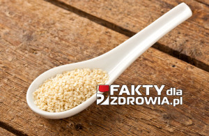 Sesame seeds in the spoon
